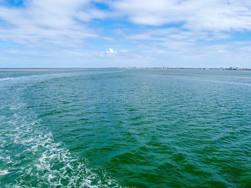 Vista do Hatteras à balsa de Ocracoke imagem de stock royalty free
