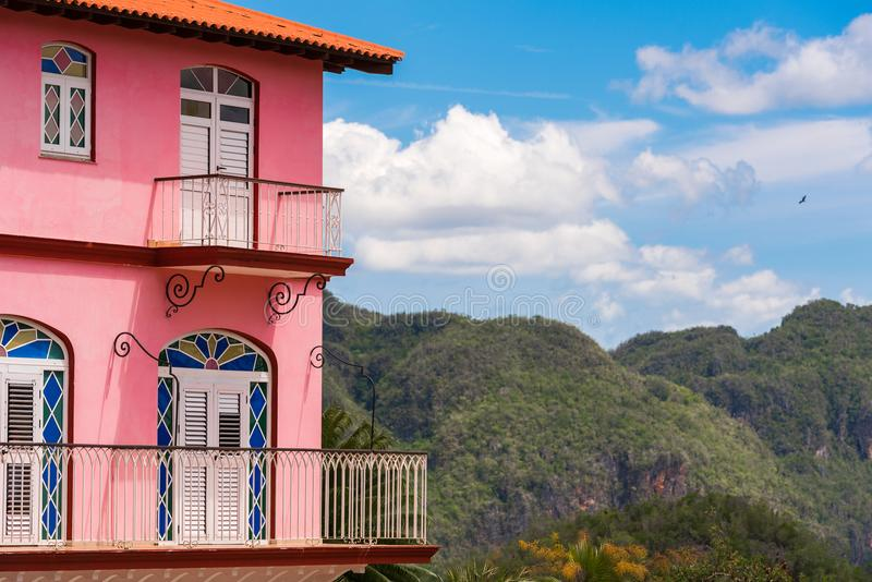 Vista do hotel e do vale de Vinales, Pinar del Rio, Cuba Close-up fotos de stock