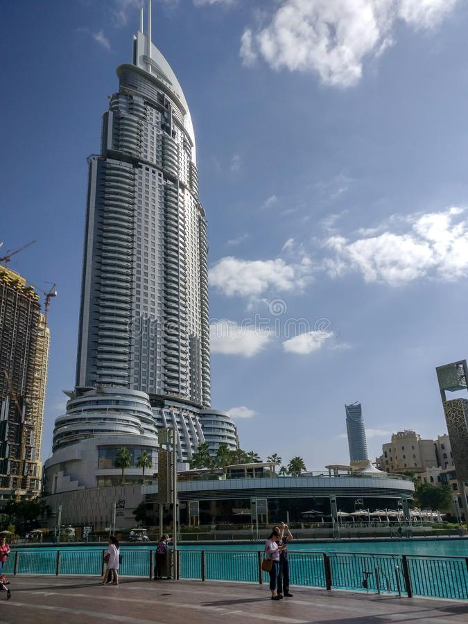 Vista do hotel do endereço, um marco famoso em Dubai do centro ao lado da alameda de Dubai fotos de stock