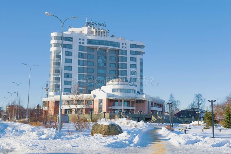 Vista do hotel moderno 'cosmos ' Petrozavodsk, Carélia fotografia de stock royalty free