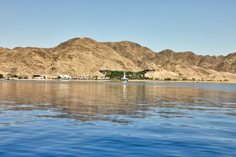 Vista do iate luxuoso ao Mar Vermelho Hotéis para turistas, barcos e iate por um feriado fotografia de stock