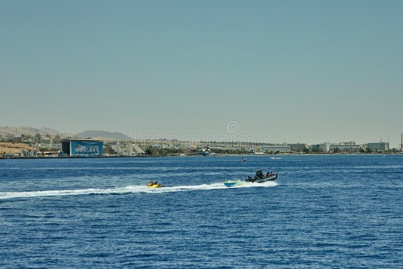 Vista do iate luxuoso ao Mar Vermelho Hotéis para turistas, barcos e iate por um feriado imagem de stock