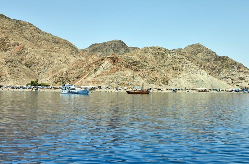 Vista do iate luxuoso ao Mar Vermelho Hotéis para turistas, barcos e iate por um feriado imagens de stock