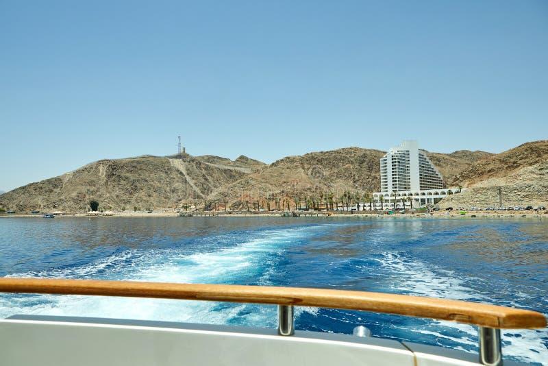 Vista do iate luxuoso ao Mar Vermelho Hotéis para turistas, barcos e iate por um feriado foto de stock royalty free