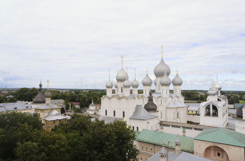 A vista do Kremlin de Rostov imagem de stock royalty free