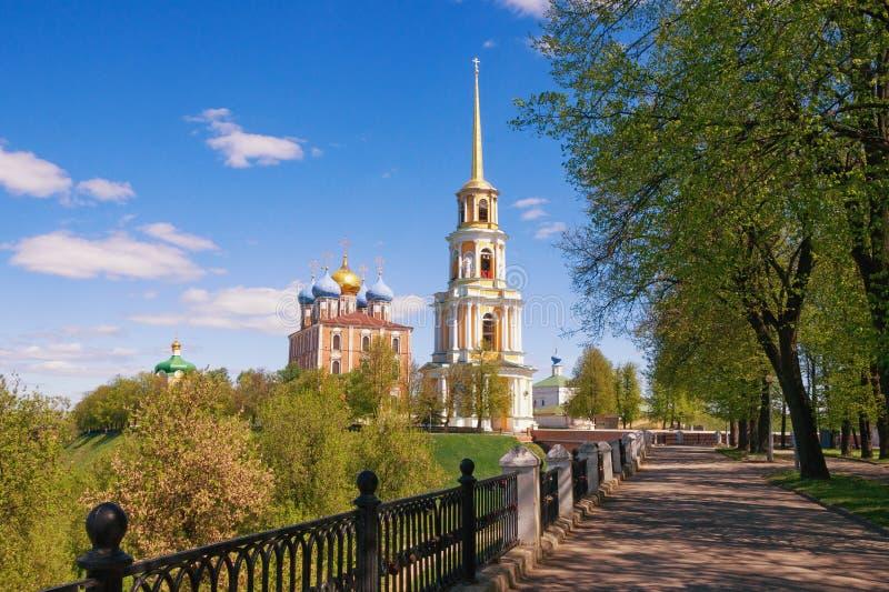 Vista do Kremlin de Ryazan Cidade de Ryazan, Rússia imagem de stock