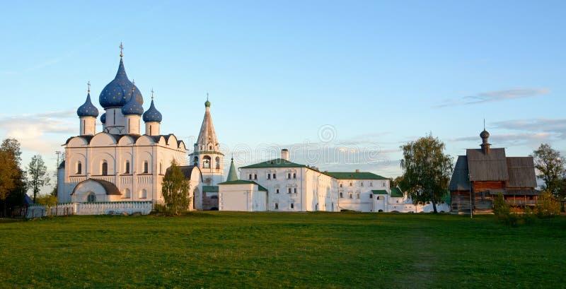 Vista do Kremlin de Suzdal imagem de stock