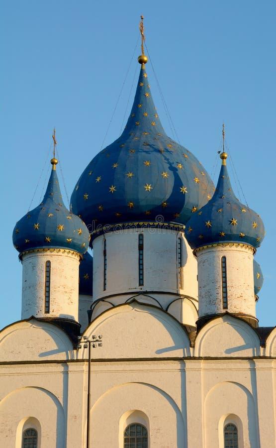 Vista do Kremlin de Suzdal fotos de stock royalty free