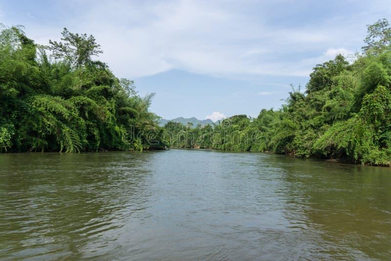 Vista do kwai do rio em Kanchanaburi Tailândia imagem de stock