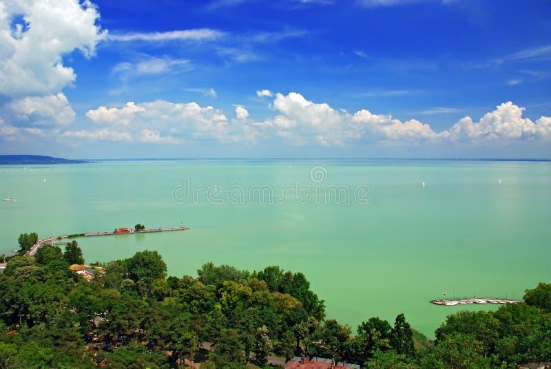 Vista do lago Balaton da abadia de Tihany fotos de stock
