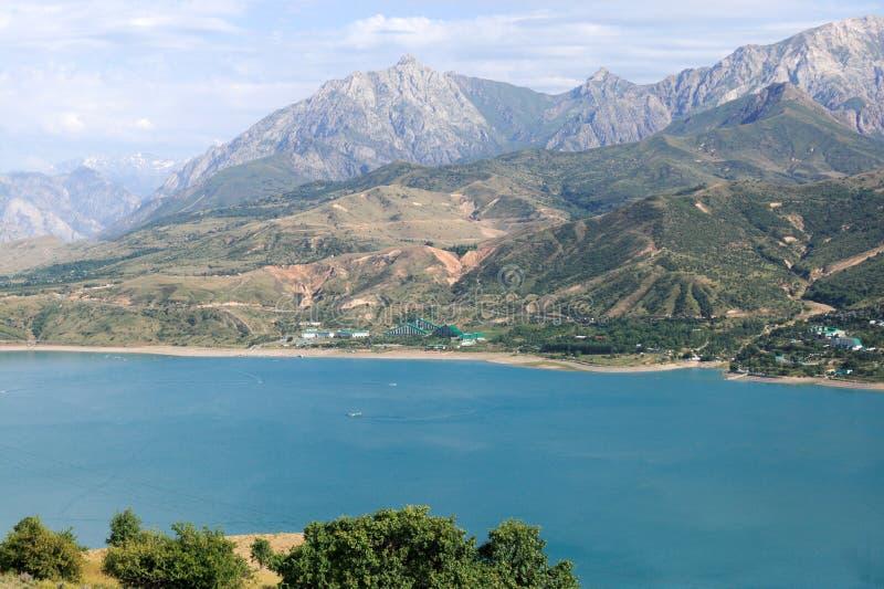 Vista do lago Chervak mountain imagem de stock royalty free