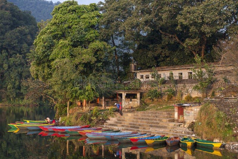 Vista do lago em Pokhara fotos de stock