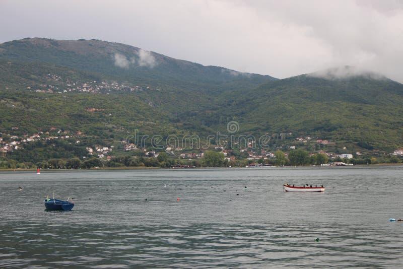 Vista do lago Ohrid imagens de stock
