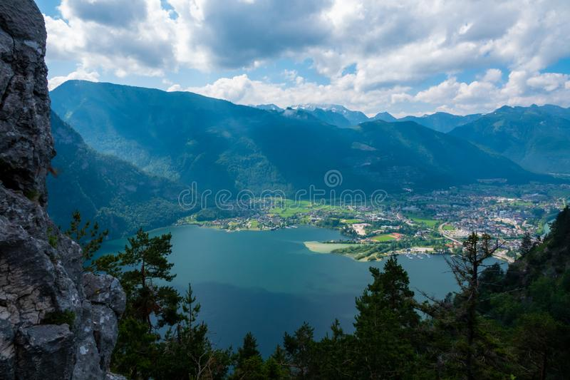 Vista do lago Traunsee em Salzkammergut, Áustria foto de stock royalty free