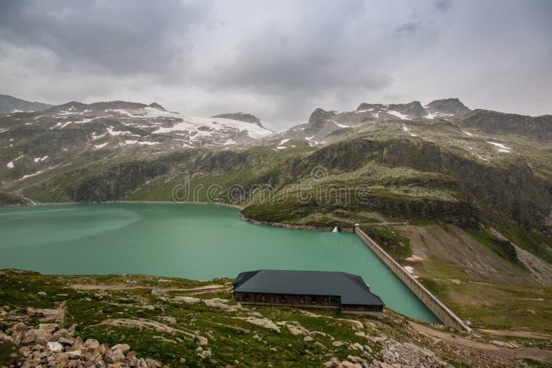 Vista do lago Weissee em Hohe tauern em Áustria foto de stock