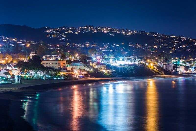 Vista do Laguna Beach na noite, do parque de Heisler no Laguna Beach fotos de stock royalty free