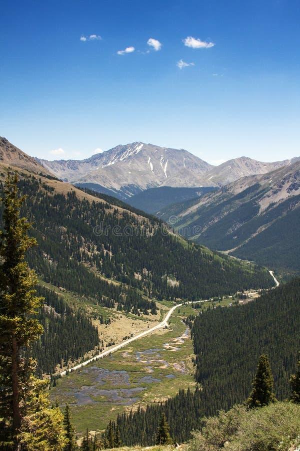 Vista do leste sobre da passagem da independência, Colorado fotos de stock royalty free