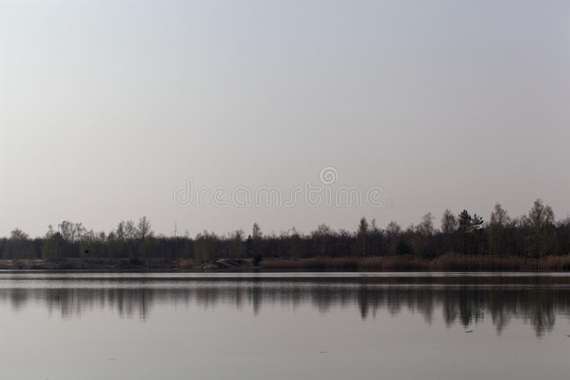 Vista do Ludwigsee em Saxony Anhalt/Alemanha foto de stock royalty free