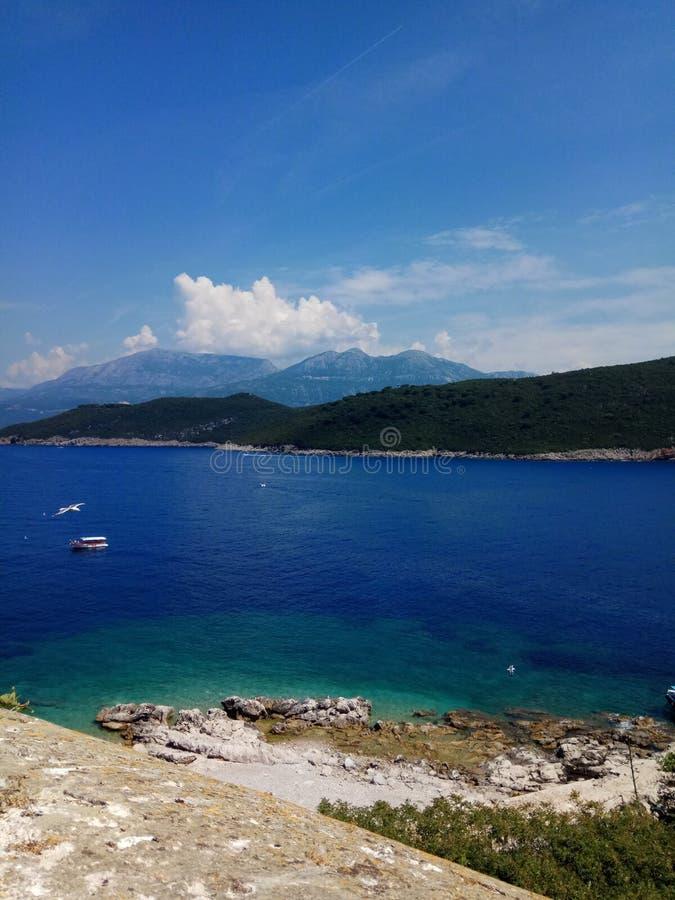 Vista do mar de adriático da ilha-fortaleza velha foto de stock royalty free