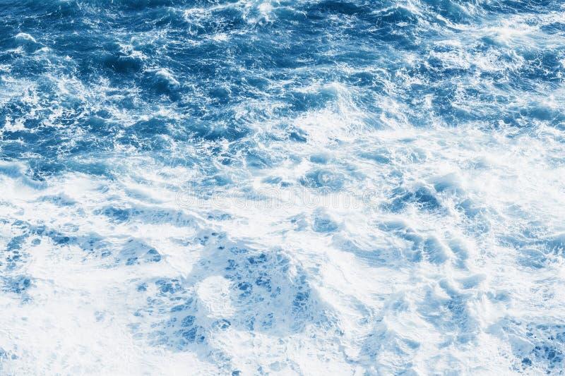 Vista do mar ou do oceano azul fotografia de stock