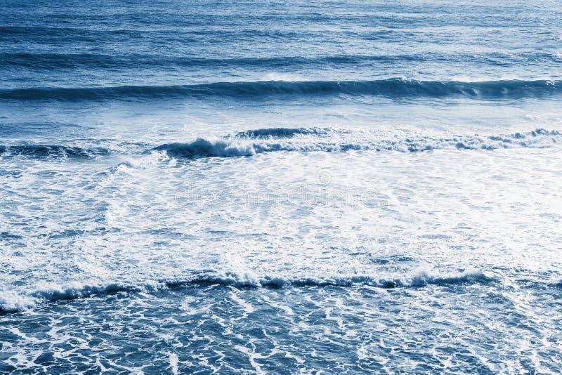 Vista do mar ou do oceano azul imagem de stock royalty free
