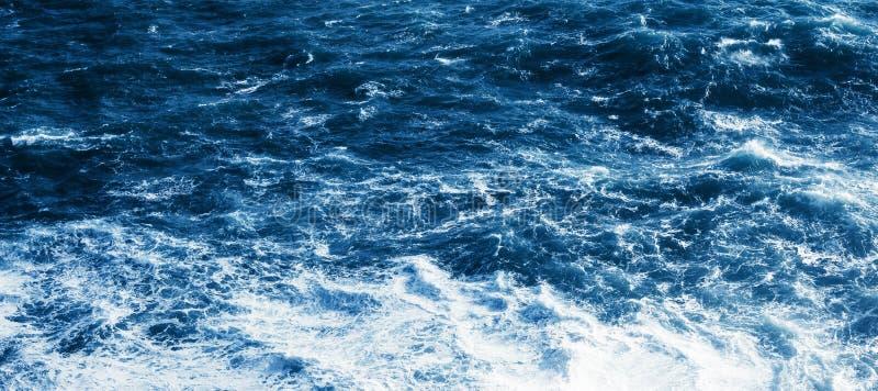 Vista do mar ou do oceano azul foto de stock royalty free