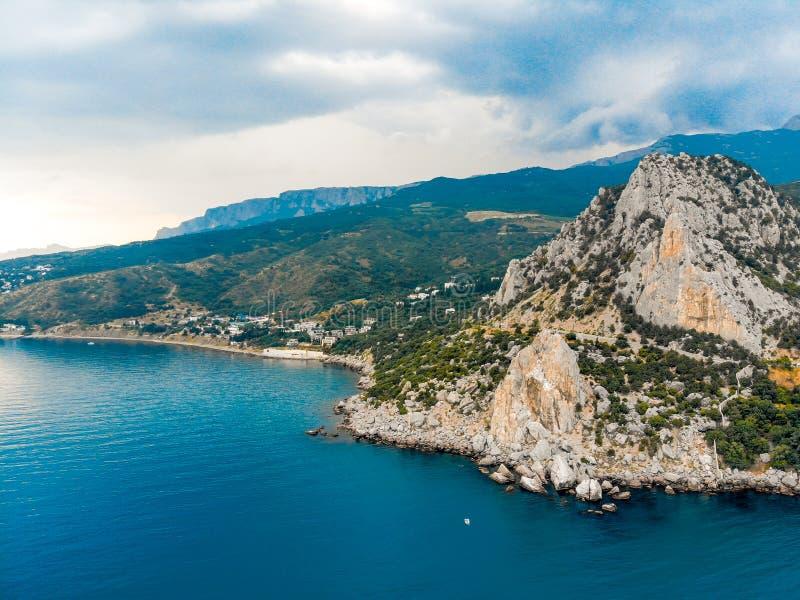 Vista do mar ?s montanhas crimeanas fotos de stock royalty free