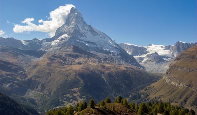 Vista do Matterhorn, a montanha a mais famosa de Suíça imagens de stock