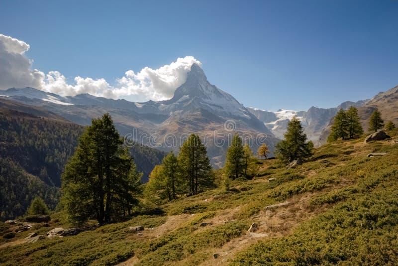 Vista do Matterhorn, a montanha a mais famosa de Suíça imagem de stock royalty free