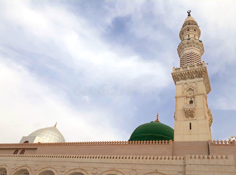 A vista do minarete e do Green Dome da mesquita de Nabawi, é a segunda mesquita a mais santamente no Islã imagem de stock