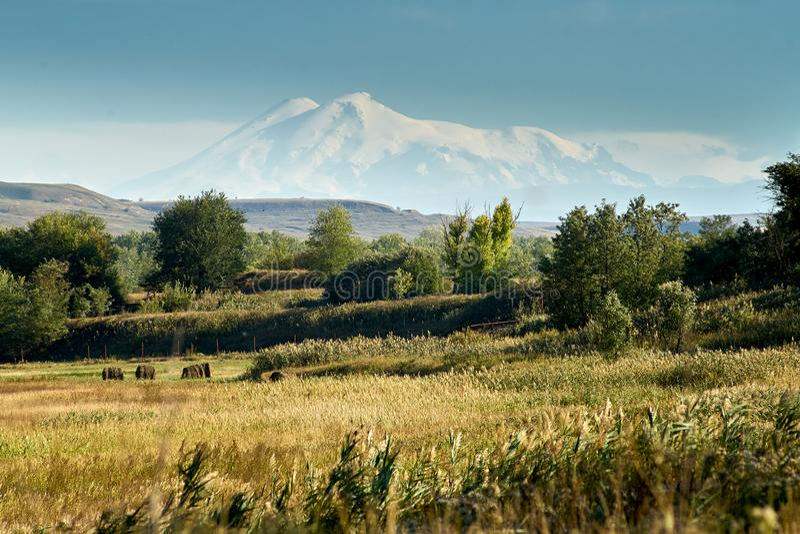 Vista do Monte Elbrus fotos de stock royalty free