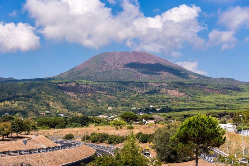 Download Vista Do Monte Vesúvio Em Um Dia Ensolarado Foto de Stock - Imagem de golfo, mediterranean: 80100088