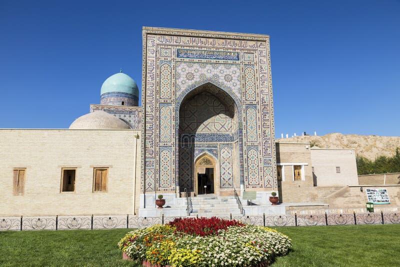 Vista do monumento da arquitetura medieval Shahi Zinda-ensemble de mausoleums Karakhanid e da nobreza Timurid, portal central fotografia de stock