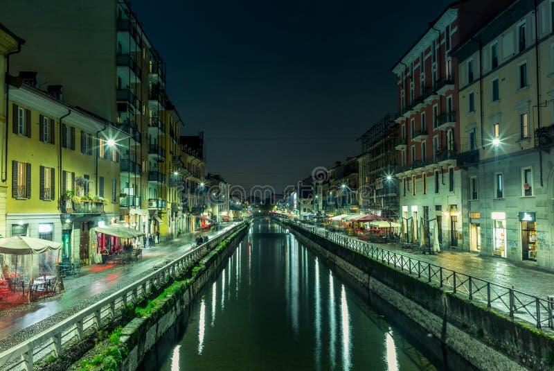 Vista do Naviglio grandioso em Milão na noite - 1 foto de stock