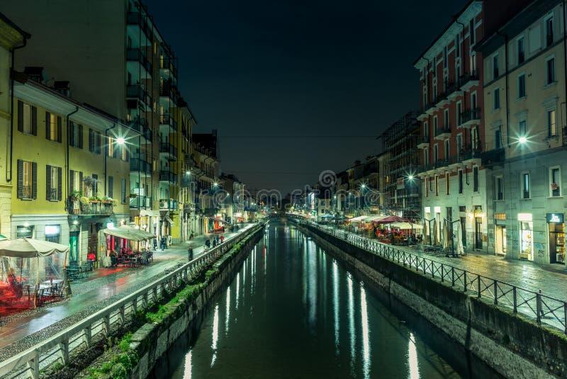 Vista do Naviglio grandioso em Milão na noite - 3 fotos de stock royalty free