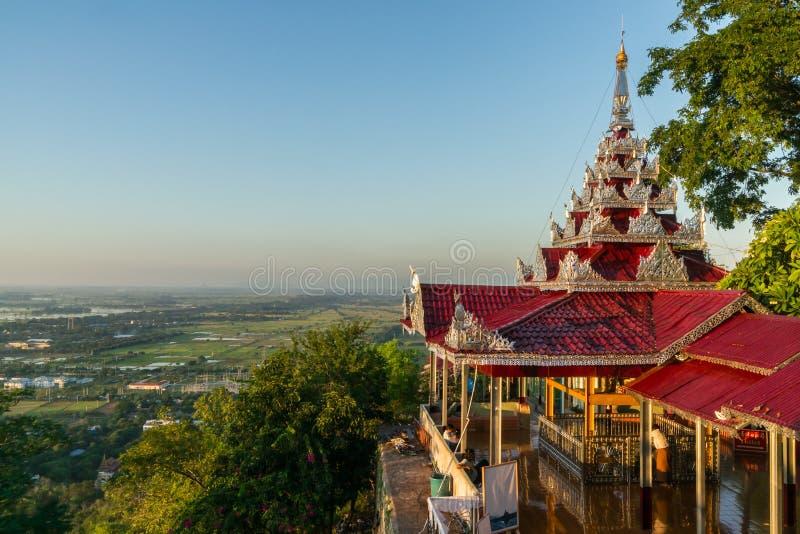 Vista do pagode da SU Taung Pyai imagens de stock