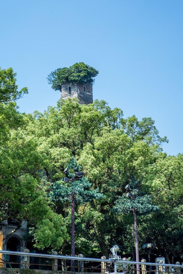 Vista do pagode do leste na ilha de Jiangxin em Wenzhou em China - 5 imagem de stock