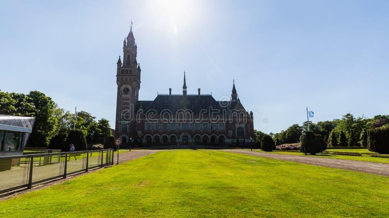 Vista do palácio da paz no centro da cidade de Den Haag imagens de stock