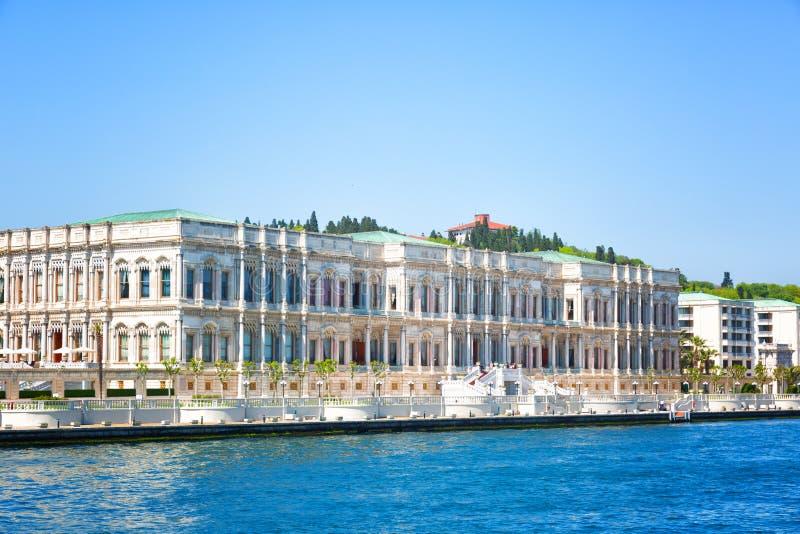 Vista do palácio de Istambul e de Dolmabahche fotografia de stock royalty free