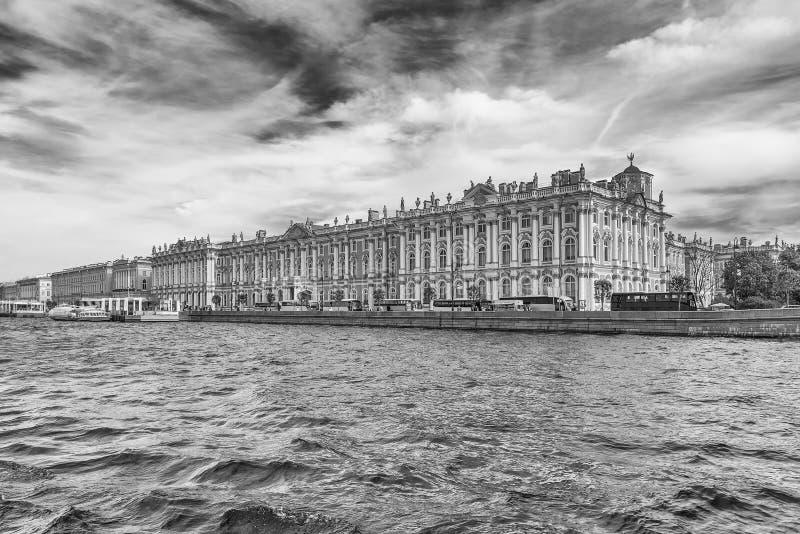 Vista do palácio do inverno, museu de eremitério, St Petersburg, Rus fotografia de stock
