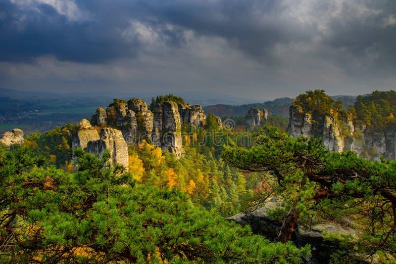 Vista do paraíso checo ou boêmio cesky do raj - - Boêmia - república checa imagem de stock
