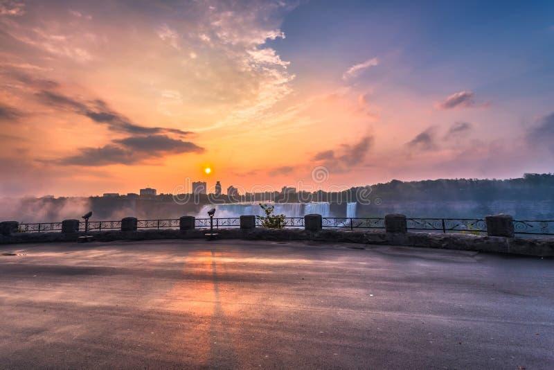 Download Vista Do Parque De Niagara Falls Foto de Stock - Imagem de manhã, durante: 65578762