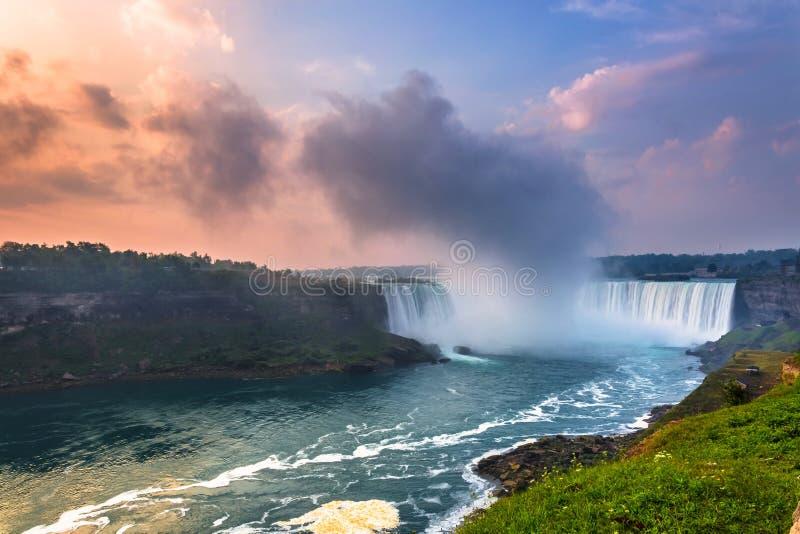 Download Vista Do Parque De Niagara Falls Imagem de Stock - Imagem de curso, canadá: 65578807
