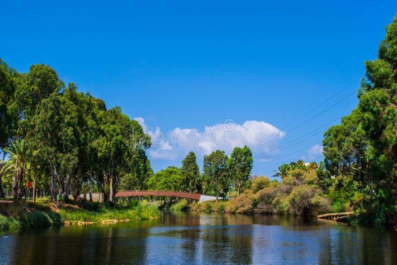 Vista do parque Yarkon do verão imagem de stock