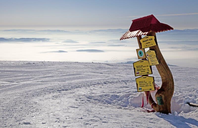 Vista do pleso de Skalnate - tarn em Tatras alto imagens de stock royalty free