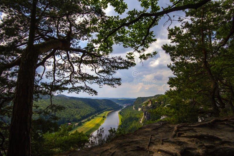 Vista do ponto de vista de Bastei em Suíça saxão, Alemanha a t imagens de stock royalty free