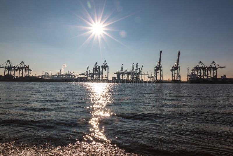 Vista do porto de Hamburgo imagem de stock