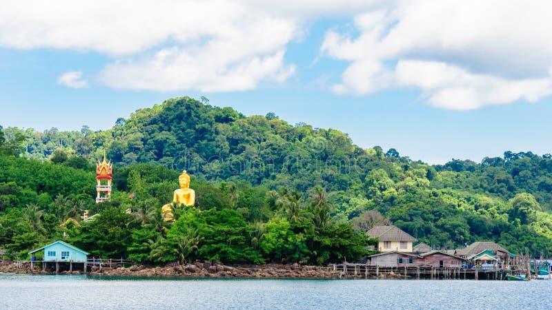 Vista do porto e da aldeia piscatória da salada de Baan Ao em Koh Kood Island, Tailândia foto de stock royalty free