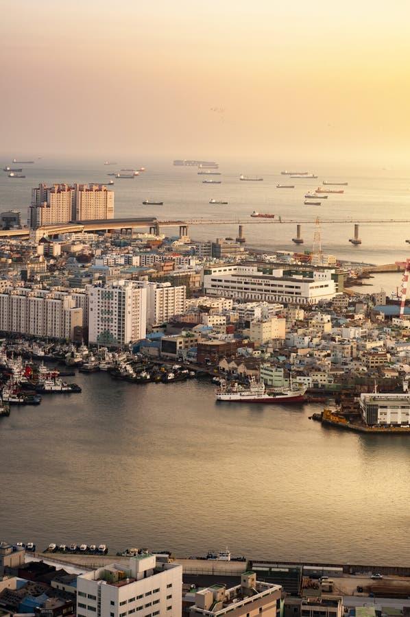 Vista do porto e da cidade de Busan imagem de stock royalty free