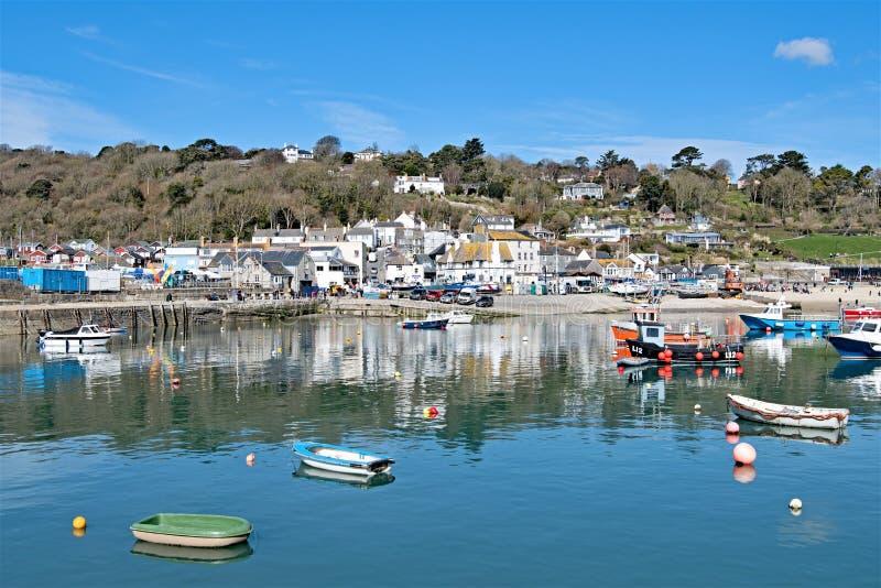 Vista do porto e da espiga, em Lyme Regis imagens de stock royalty free